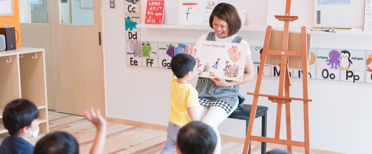 英語を勉強する子ども
